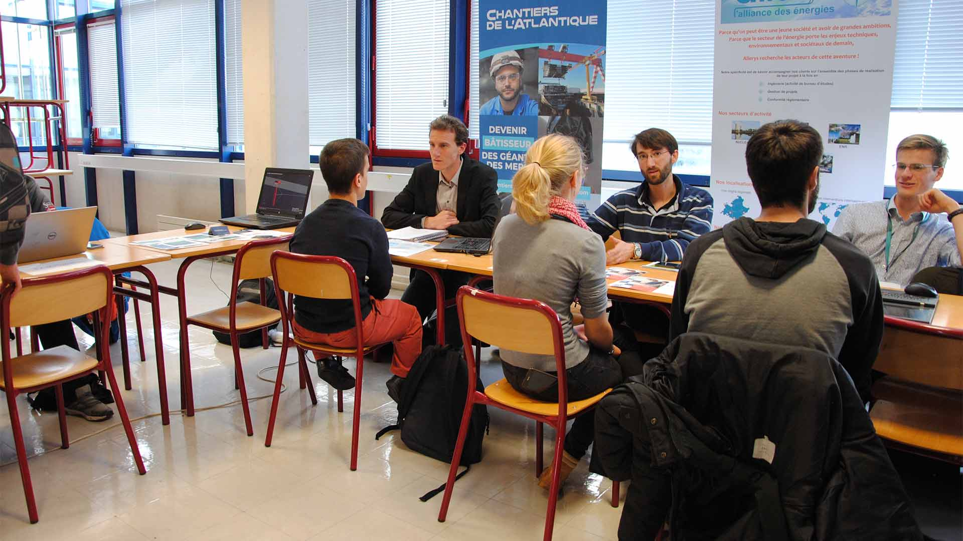 Student-Alumni Forum: bringing students and graduates together