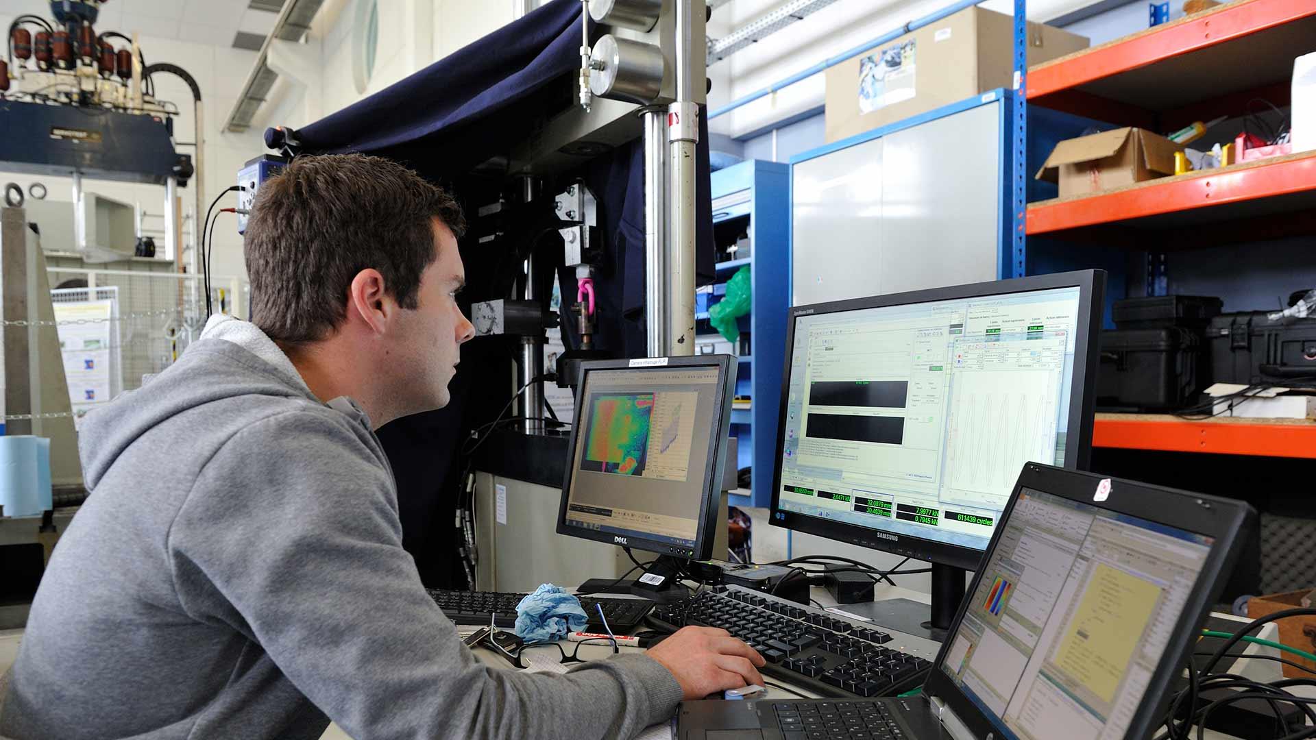 ENSTA Bretagne : essais d'auto-échauffement pour prédire l'endommagement d'un matériau